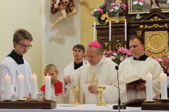 Návštěva biskupa u příležitosti zahájení výstavy J. Sodomky